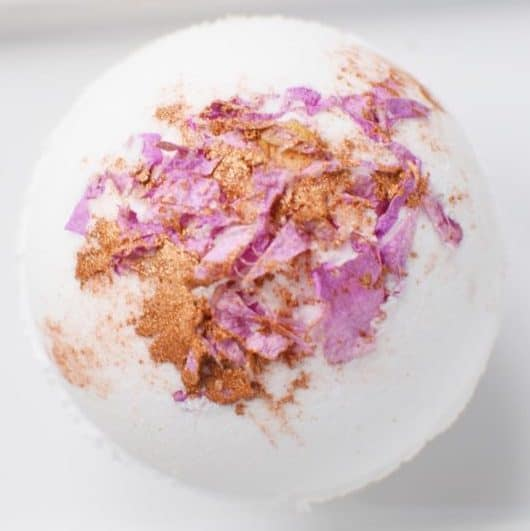 DIY Christmas Gifts: rose gold bath bombs