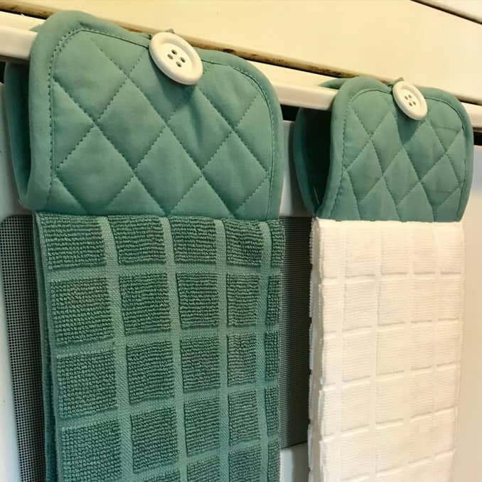 DIY Christmas Gifts: hanging kitchen towels