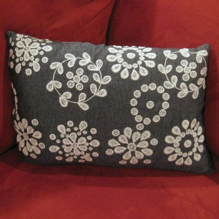 DIY Christmas Gifts: throw pillow