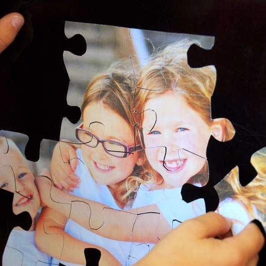 DIY Christmas Gifts: magnetic photo puzzle