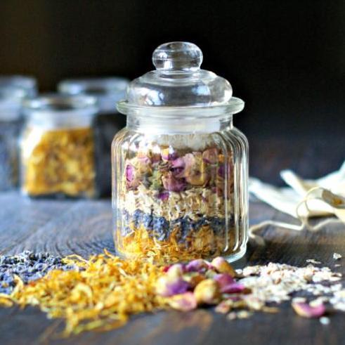 DIY Christmas Gifts: herbal bath tea jars