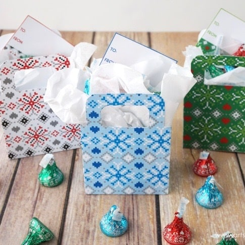 DIY Christmas Gifts: Christmas sweater gift boxes
