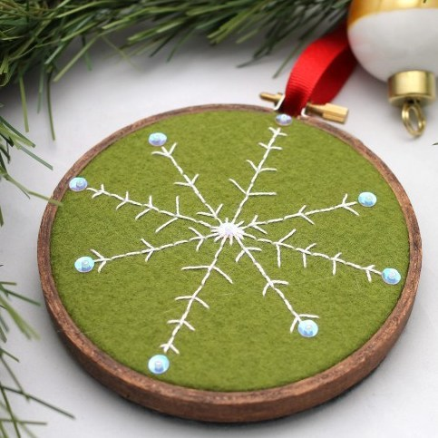 DIY Christmas Gifts: embroidered snowflake ornament