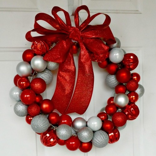 DIY Christmas Gifts: ornament wreath